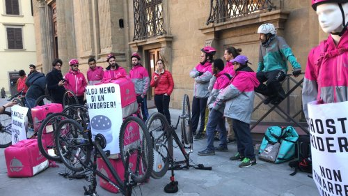 In bici per 2 euro a consegna: i