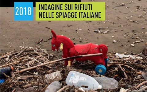Spiagge invase dai rifiuti: l'80% è plastica
