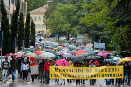 In tantissimi in marcia per dire no ai pesticidi