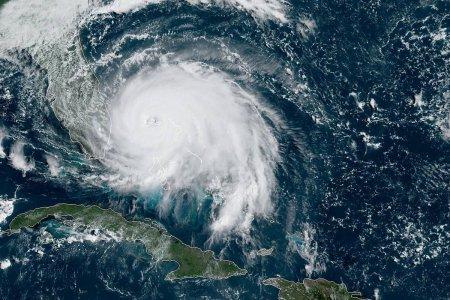 Uragano Dorian: mentre Trump prega, la natura ribadisce chi comanda davvero