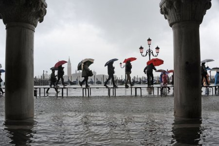 Il cambiamento climatico è una bufala e a Venezia non sta succedendo niente...