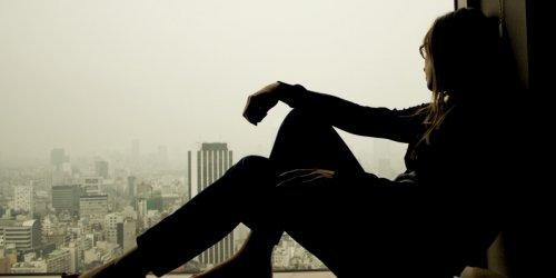Solitudine e isolamento sociale aumentano il rischio di infiammazione: uno studio inglese