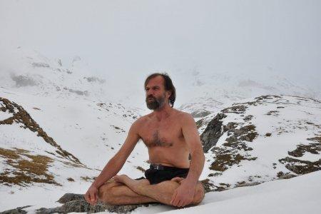 Freddo, respirazione e concentrazione: cresce l'attenzione per il metodo Wim Hof