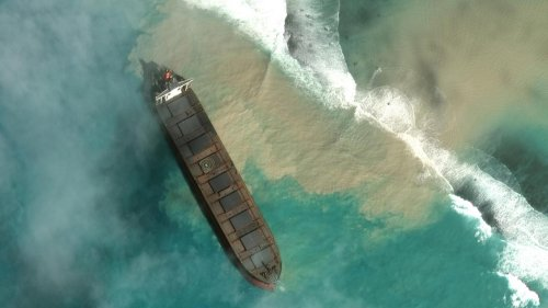 Mauritius: diesel dalla nave incagliata minaccia l'ecosistema
