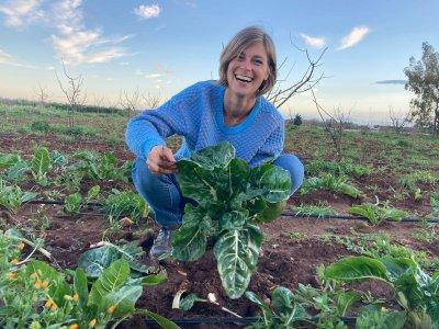 """Adottare un agricoltore a distanza: l'esempio di """"Coltivatori di emozioni"""""""