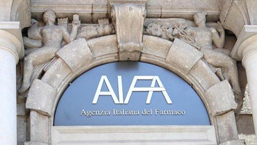 L'Indipendente: «L'Aifa ha approvato il mix vaccinale basandosi su ricerche scientifiche non verificate»