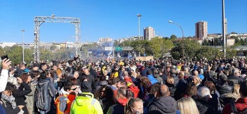 Scioperi e cortei no green pass; e proteste dei sindacati delle forze dell'ordine. Oggi manifestano Cgil, Cisl e Uil dopo i fatti del 9 ottobre