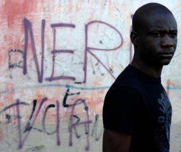 Gli italiani e i migranti, storie di razzismo e dell'integrazione possibile
