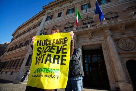 Greenpeace davanti al Parlamento: