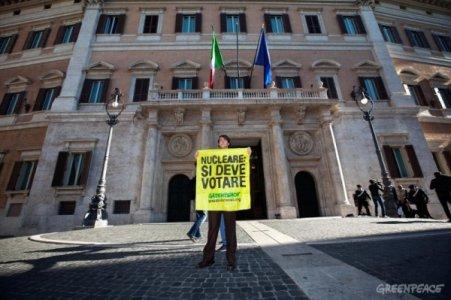 Referendum, il governo prende tempo, i comitati protestano. Siamo al rush finale