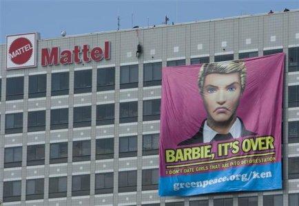 Greenpeace, scandalo: Barbie distrugge la foresta pluviale