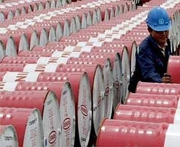 Il prezzo del petrolio cala a 90 dollari a barile. L'ultima dose?