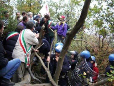 Val di Susa, sfondati i presidi 'No Tav', iniziano i lavori
