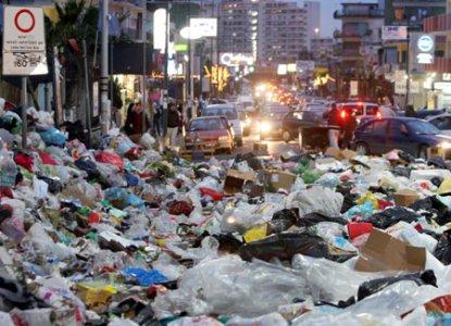 Rifiuti a Napoli, una dura battaglia oltre il malcontento popolare