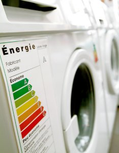 Consumi energetici, l'UE presenta una nuova direttiva