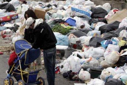 Napoli: la 'monnezza' è la punta dell'iceberg