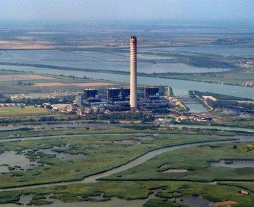 La centrale di Porto Tolle e le centrali geotermiche dell'Amiata