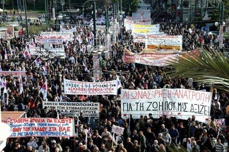 Grecia in sciopero contro l'austerità, ma la 'dittatura' è internazionale
