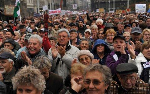 Budapest, in migliaia in piazza contro la censura che avanza