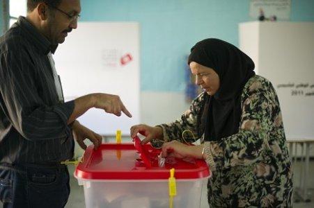 Tunisia, vincono gli islamici moderati. Quale democrazia?