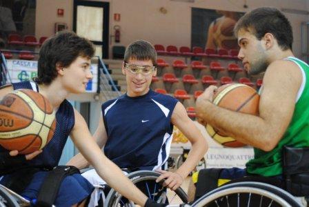 La disabilità non esiste. 'Con le ruote per terra', una storia di uomini e sport
