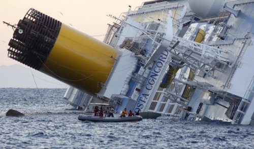Costa Concordia, serve un  piano per evitare il disastro ambientale