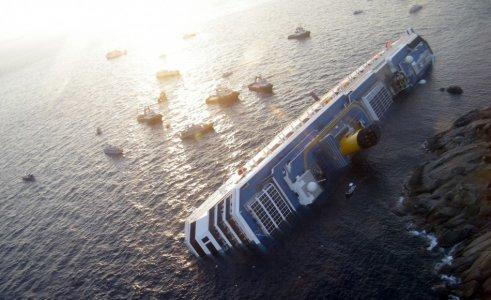 Costa Concordia, una marea nera minaccia l'Arcipelago toscano