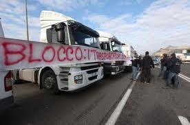 Lo sciopero dei Tir blocca l'economia che viaggia su gomma