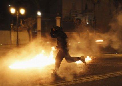 In Grecia è morta la democrazia, approvate le misure della troika