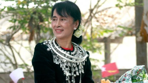 San Suu Kyi eletta in Parlamento.