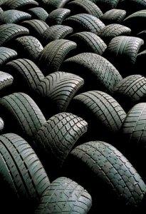 Un dossier sullo smaltimento illegale degli pneumatici