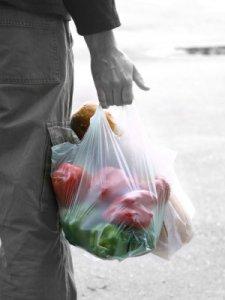 A Torino stop anticipato ai sacchetti di plastica, i produttori fanno ricorso