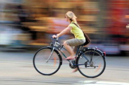 Mobilità sostenibile: sì alle biciclette 'contromano'
