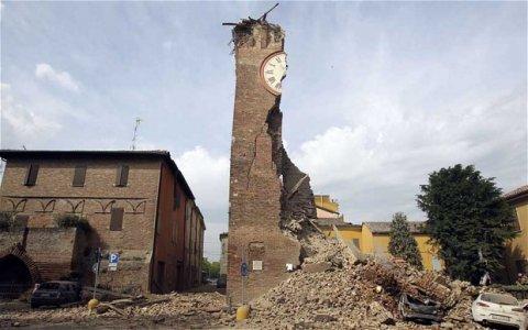 Emilia: 24 morti, 14mila sfollati. Mentre la terra continua a tremare