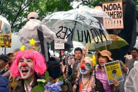 Tutti contro il nucleare, ma il Giappone riaccende le centrali