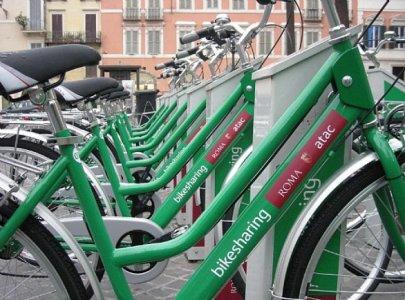 Bici batte auto, a Roma si fa prima con le due ruote