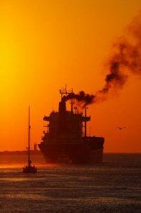 Emissioni: Ue, giù i livelli di zolfo nei carburanti delle navi