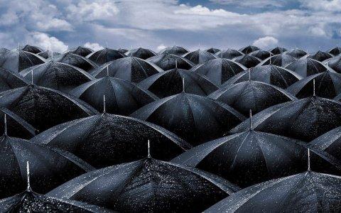 Nubifragi, uragani e i lati oscuri delle società