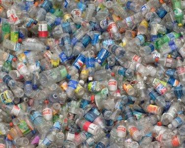Bottigliette di plastica verso l'abolizione