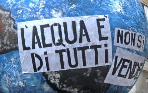 """""""No alla truffa sui referendum"""": l'Italia si mobilita per l'acqua"""