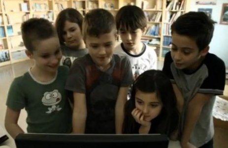 """""""Bomba libera tutti"""", stereotipi e differenze di genere tra i banchi di scuola"""