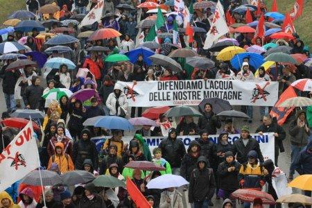 80mila in marcia in Val di Susa per dire ancora No al Tav
