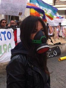 In piazza per Taranto libera, ma la legge 'Salva-Ilva' è legittima