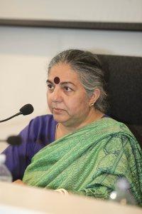Vandana Shiva firma la Carta Universale dei Diritti della Terra Coltivata