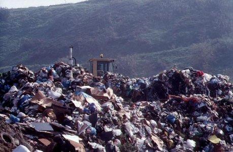 """""""Monnezza blues"""", il dossier sulla gestione dei rifiuti a Roma"""