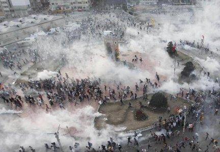 """Turchia in rivolta. Erdogan annuncia """"tolleranza zero"""""""