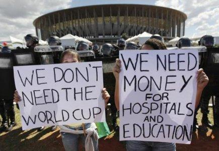 """Brasile in protesta, ma """"il calcio conta di più"""""""