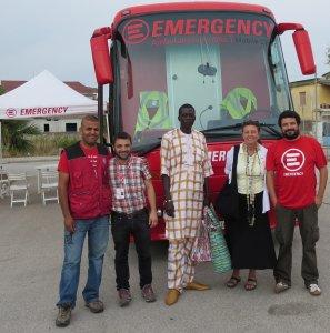 I rifugiati di Refugee ScART aiutano altri migranti attraverso Emergency