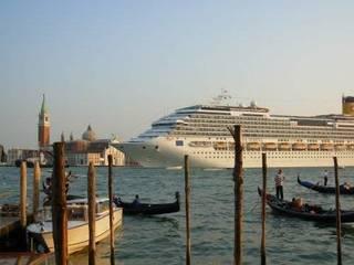 """WWF: """"grandi navi a Venezia come tir nel vostro giardino"""""""