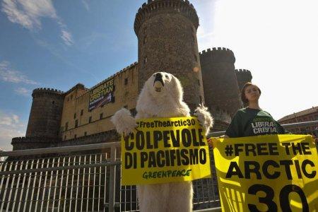 """""""Colpevoli di pacifismo"""", attivisti di Greenpeace prigionieri in Russia"""